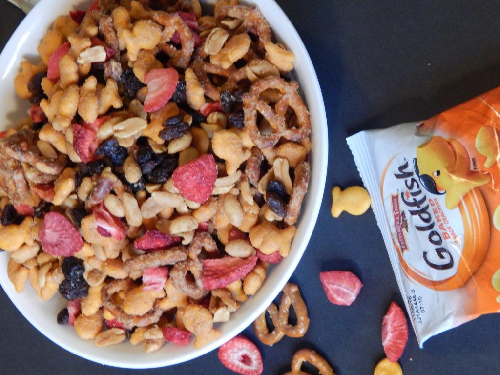 peanut butter & jelly snack mix