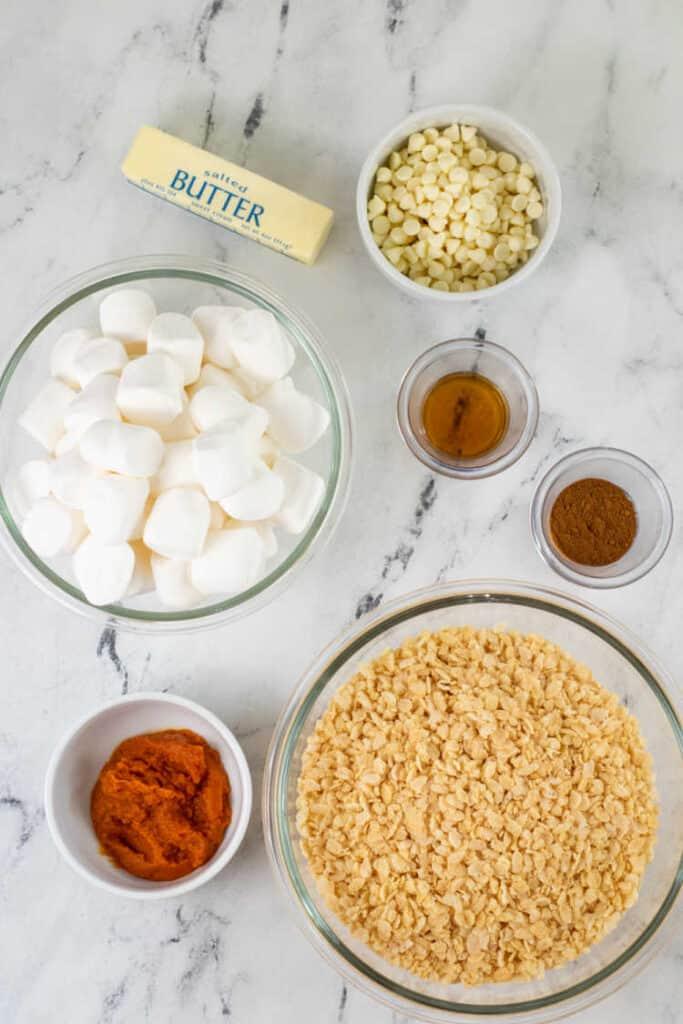 The ingredients for pumpkin spice rice krispie treats